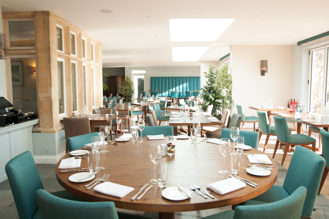 Holm House Hotel | Dining Room | Round Table