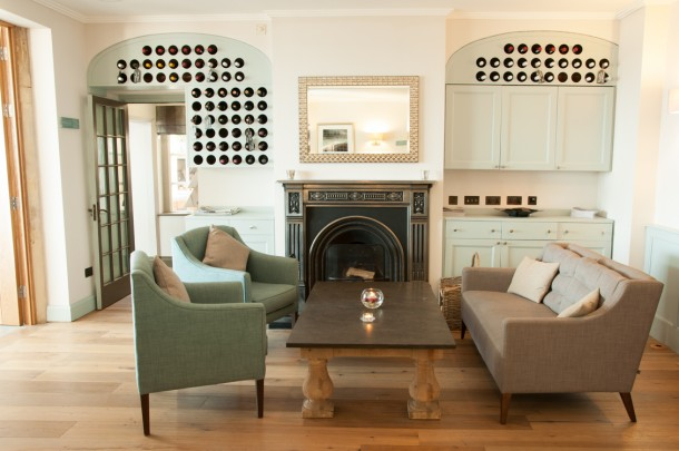 Holm House Hotel | Fireplace